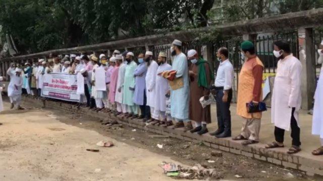 শতভাগ উৎসব ভাতার দাবিতে ঈদের দিনেও রাজপথে শিক্ষকরা