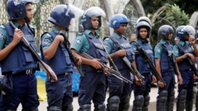 None can enter or leave Dhaka,Except emergency: police