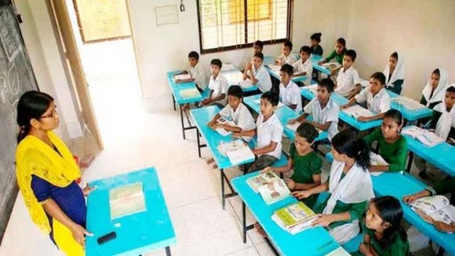 ১৪ নভেম্বর পর্যন্ত বাড়ল স্কুল কলেজের ছুটি, পরিস্থিতি বিবেচনায় কিছু প্রতিষ্ঠান খোলার চিন্তা