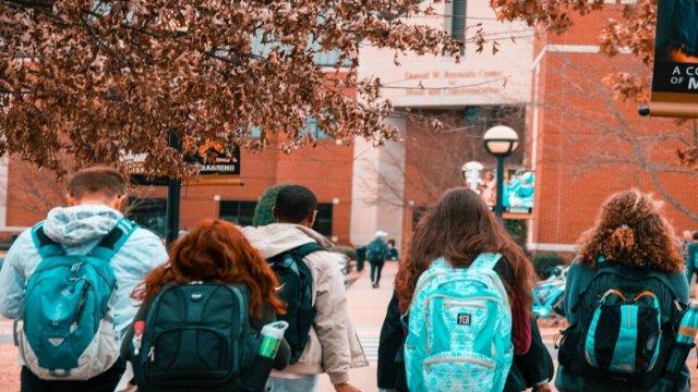 শিক্ষা প্রতিষ্ঠান খুলে দেশে দেশে বিপদ