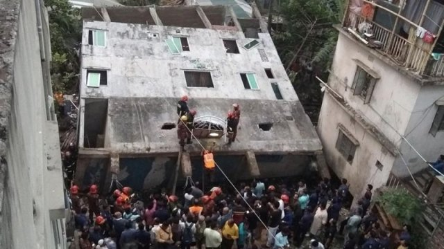 Schoolboy killed as building collapses in Narayanganj